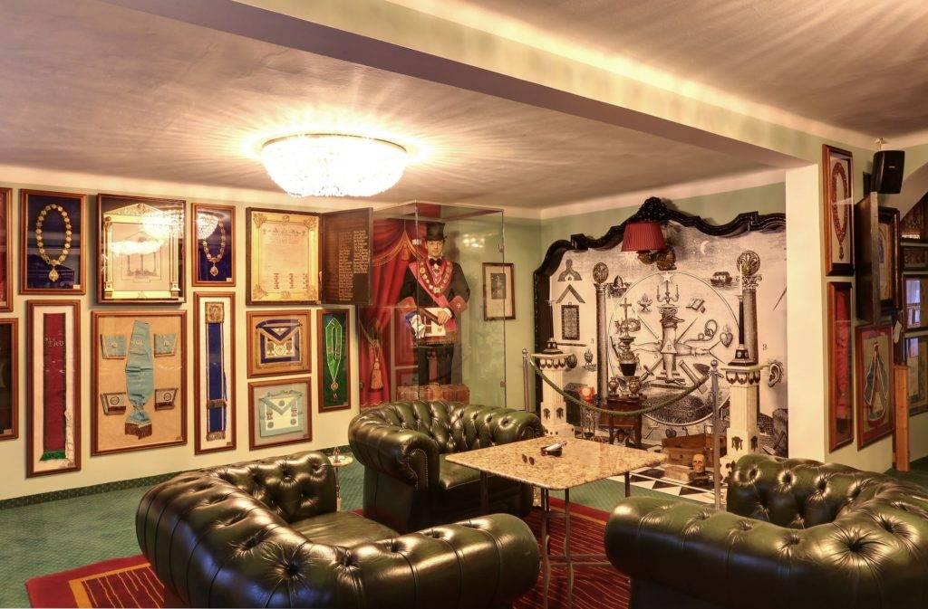 Pesnion Masonic House